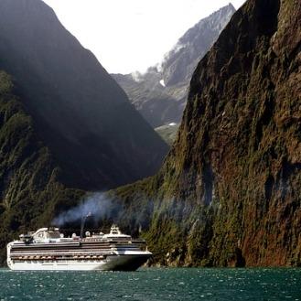 cruise-ship-1775445_640